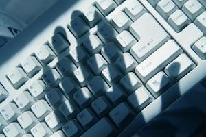 computer hacker keyboard criminel pornographie juvénile ordinateur clavier laptop