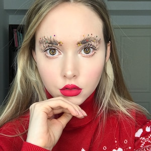 Les sourcils sapins de Noël: la nouvelle tendance?