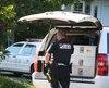 Les policiers recherchent activement un suspect qui aurait volé une voiture avant de prendre la fuite à pied.