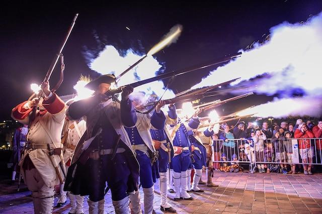 En fin de soirée, la spectaculaire reconstitution de la bataille de Phips-Frontenac en a captivé plus d'un.
