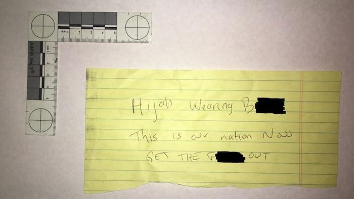 La mot a été retrouvé dans la voiture de la victime.