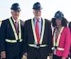 Le premier ministre Philippe Couillard participait lundi à l'inauguration de la controversée cimenterie à Port-Daniel, en Gaspésie. Sur la photo de droite, dans l'ordre habituel: Laurent Beaudoin, président du C.A. de Ciment McInnis (photo de gauche), Philippe Couillard et la ministre de Économie, Dominique Anglade.