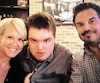 Sophie Prégent et Charles Lafortune en compagnie de Mathis, leur fils autiste de 17 ans. Le couple participe à Autiste, bientôt majeur, une série documentaire qui prendra l'antenne de MOI ET CIE cet automne.