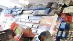 Un client mécontent détruit un magasin