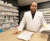 Les honoraires, comme ceux du pharmacien Georges-Étienne Gagnon, sont maintenant affichés sur les factures des patients.