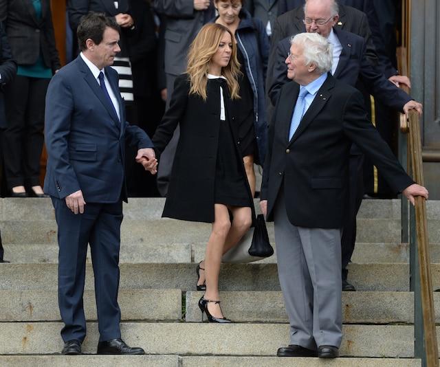 Les funérailles de l'ex-maire de Montréal, Jean Doré, ont été célébrées ce lundi matin 22 juin 2015, à l'Hôtel de ville de Montréal. Sur la photo, le chef du Parti québécois Pierre-Karl Péladeau s'entretient avec l'ancien maire de Québec, Jean-Paul L'Allier. MAXIME DELAND/AGENCE QMI