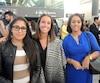 De gauche à droite, Sheila Oliveira et Kaitlyn Gazalé, caissières à la Banque Laurentienne de Rosemère, accompagnées d'Elalia Rachiq, planificatrice financière. Ces employées sont toutefois optimistes quant à leur avenir