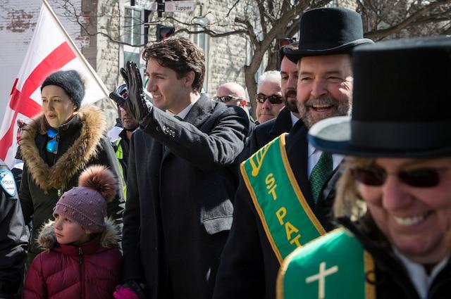 Défilé de la 194e édition de la Saint-Patrick sur la rue Sainte-Catherine Ouest, à Montréal, dimanche 19 mars 2017. Sur cette photo: Le Premier ministre du Canada, Justin Trudeau.  JOEL LEMAY/AGENCE QMI