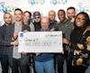 En décembre 2017, neuf collègues de travail montréalais, qui oeuvraient dans le secteur de la finance, ont remporté le gros lot de 60 millions $ au Lotto Max. Le chiffre inscrit sur les chèques des futurs gagnants pourrait grimper jusqu'à 70 M$ en 2019.