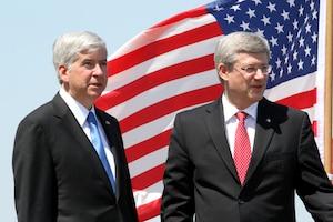 M. Harper a promis que ce nouveau pont sera construit coûte que coûte.