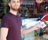 Cédric Dautin, le gérant du magasin Ojeux situé avenue du Mont-Royal, a vendu 500 hand spinners en seulement dix jours.