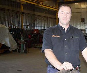 Copropriétaire de l'entreprise, Joël Lemay se trouve dans une aile de l'atelier qui a été déserté par la main-d'œuvre.