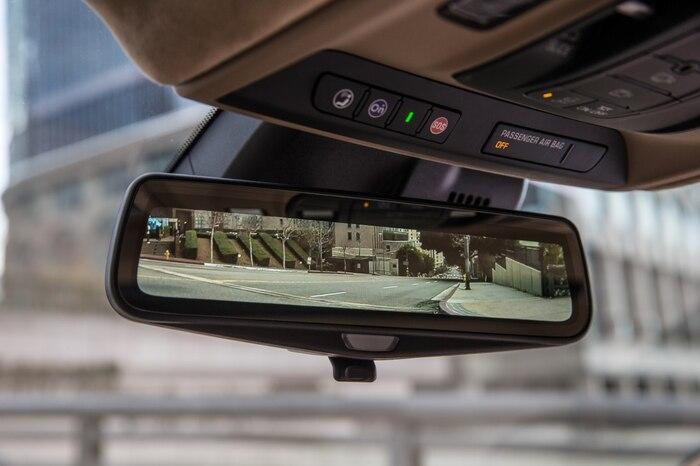 Caméra à la place du rétroviseur central