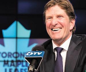 Mike Babcock était tout sourire lors de l'annonce de son embauche par les Maple Leafs, le 21 mai 2015.