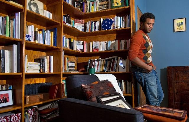 L'artiste Luck Mervil a accepté de se faire prendre en photo et de répondre à nos questions chez lui.