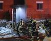 Un incendie qui a éclaté dans un immeuble de logements du carré Saint-Pierre, à Sainte-Thérèse, a entraîné l'évacuation de plusieurs personnes, vers 22 h 45, le samedi 25 mars 2017. PASCAL GIRARD/AGENCE QMI