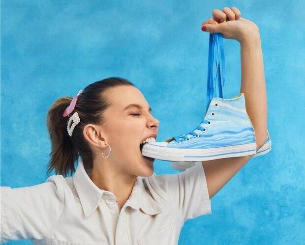 Millie Bobby Brown sort une collection de Converse