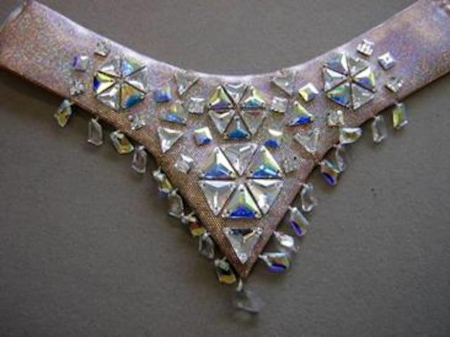 Deux masques, dont un de singe, et un collier orné de bijoux sont les items du spectacle  Totem qui ont été volés sous le chapiteau du Cirque du Soleil, à Vancouver, dans la nuit de vendredi à samedi dernier.