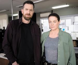 Patrice Robitaille reprend le rôle du ténébreux inspecteur et Julie Le Breton incarne une Jacinthe Taillon transformée.