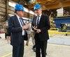 Le maire de Lévis Gilles Lehouillier et le ministre des Transports, Marc Garneau, lors de l'annonce au chantier Davie, vendredi matin.