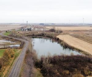 Cette image aérienne montre le site contaminé des lagunes de Mercier, où des tonnes de polluants ont été accumulées à partir de1968. En plus de zone d'entreposage, l'endroit a accueilli un incinérateur de déchets dangereux. Il a fermé en2011.
