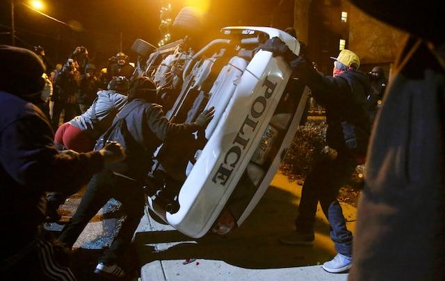 En ce deuxième jour de manifestations, la colère des résidents de Ferguson n'a pas diminué.