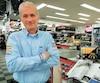 Le patronde Pièces d'auto Super, André Gamelin. On le voit ici, à son magasin de Saint-Hubert, jeudi dernier.