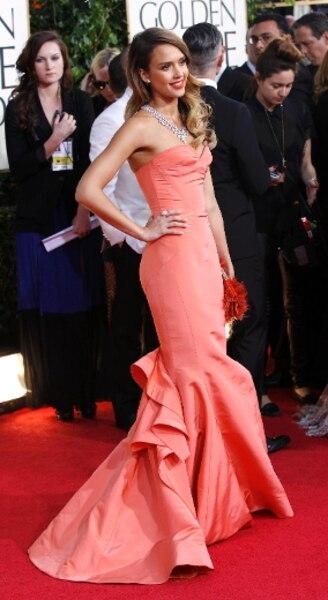 Une des présentatrices de la soirée, Jessica Alba, qui était habillée par Oscar de la Renta.