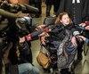 Au premier jour du procès le mois passé, Nicole Gladu, accompagnée de son avocat Jean-Pierre Ménard et entourée de médias, avait affirmé haut et fort qu'elle voulait mourir dans la dignité, avec un verre de champagne dans une main et un canapé de foie gras dans l'autre, aux côtés de proches et avec l'assistance d'un médecin.