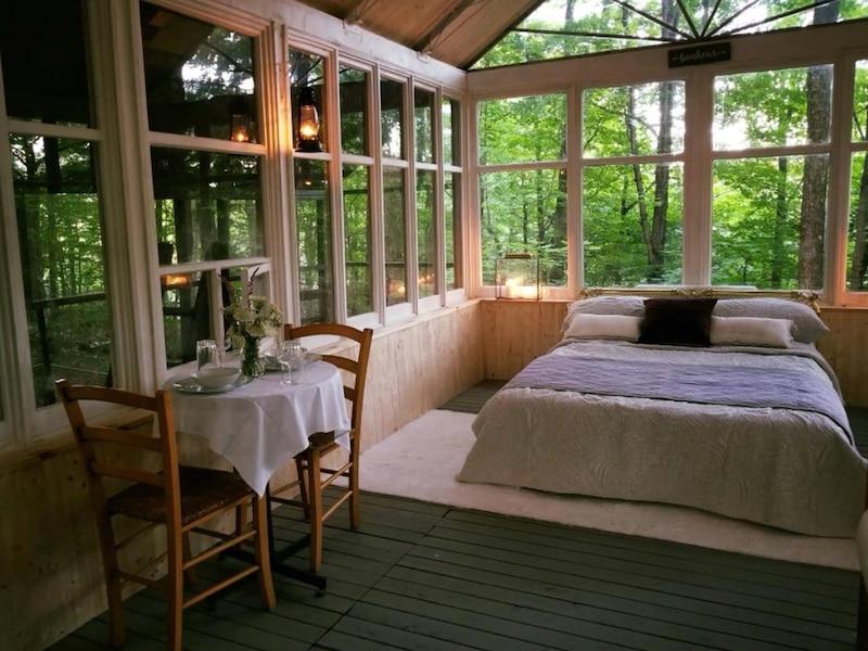 une cabane dans les arbres «ultra romantique» à seulement 2h de