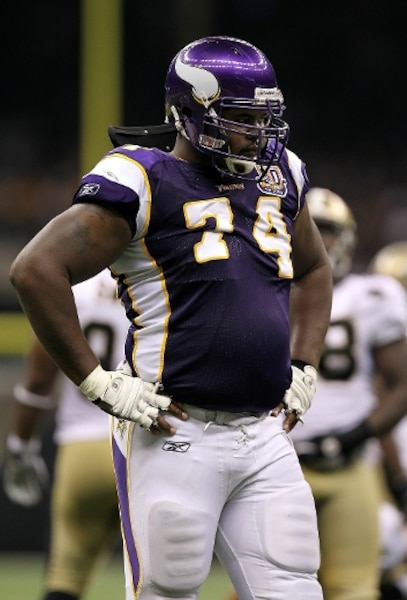 Bryant McKinnie #74, Baltimore, plaqueur. 6-8, 335 lbs. AFP