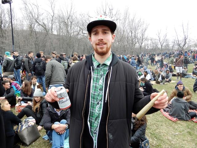 Gabriel Roy, 24ans, sur le mont Royal. Tous deux ont célébré la journée du «420», grand-messe annuelle de consommation du cannabis.