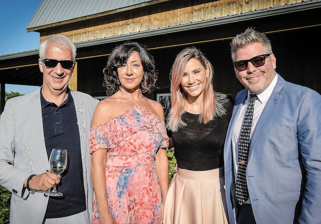 Charles Lessard, de Lessard Hyundai, Pascale Laroche, de Québecor, l'animatrice Annie-Soleil Proteau et Pascal Bérubé, chef intérimaire du Parti québécois.