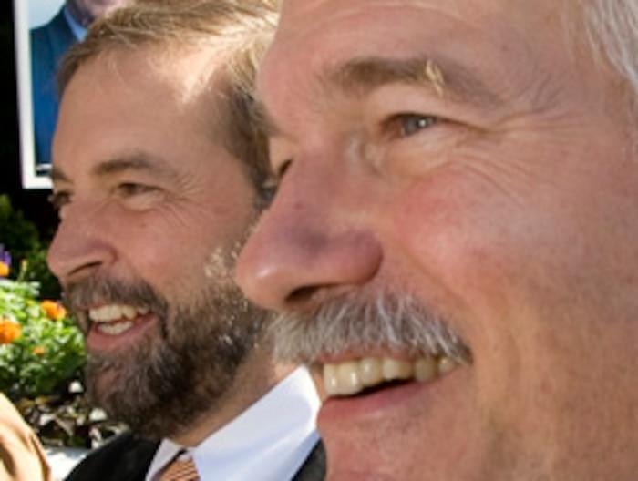 Jack Layton et Thomas Mulcair ont joint leurs voix aux opposants au projet de loi 103 et demandent que les  immigrants au Québec soient obligés d'aller à l'école française.