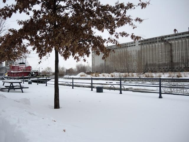 L'ancien élévateur à grains de près de 400 mètres, le long de la Pointe-du-Moulin, sera complètement repensé en fonction d'un usage public. CAROLINE LÉVESQUE/24 HEURES/AGENCE QMI