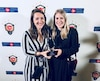Marie-Hélène David et Mylène Cusson de Québec sont très heureuses d'avoir remporté un crédit de 75 000$ lors du gala Prix de Postes Canada, présenté à Toronto, il y a quelques jours.