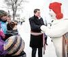 Comme Stephen Harper avant lui, Andrew Scheer aime beaucoup le Bonhomme Carnaval...