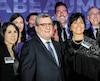 Le maire et son équipe, hier, au terminal de croisières, où se tenait le 10ecocktail de financement de son parti, Équipe Labeaume.