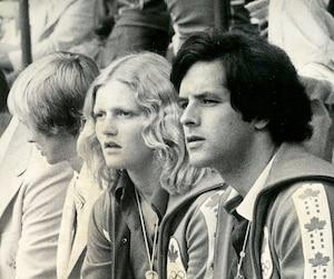Wendy Quirk en compagnie de son entraîneur Dave Johnson en 1976.