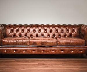 Un sofa Chesterfield
