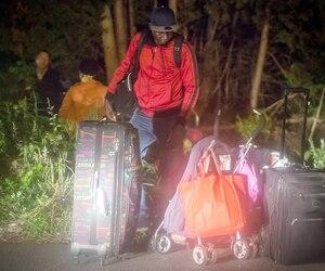 Environ 9000 migrants sont entrés de façon irrégulière au Québec cet été par le rang Roxham, à Saint-Bernard-de-Lacolle. Le Canada s'est engagé, à travers des accords internationaux, à les prendre en charge jusqu'à ce qu'une décision soit prise sur leur demande d'asile.