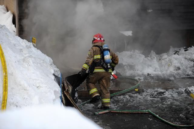 Un incendie a lourdement endommagé une résidence dans le secteur Lebourgneuf sur l'avenue Lespérance.