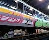 D'imposants graffitis ont été faits sur l'une des voitures du Train de Charlevoix. La facture de nettoyage pourrait s'élever à quelques milliers de dollars.