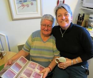Les tantes de Bernard Rambo Gauthier, Francine, 73 ans, et Marie, 54 ans, ont ouvert la porte au Journal le temps d'un café à Port-Cartier pour parler des origines de leur neveu flamboyant.