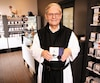 Plus de 50ans après le lancement du bleuet enrobé, les pères trappistes continuent de s'impliquer dans sa production et sa promotion. «Les gens ont toujours très hâte», observe le père Augustin Martel, membre de cette communauté religieuse depuis 1946.
