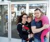 Éric Drouin n'a pas reçu de paie depuis octobre 2016. Il a manifesté samedi à Montréal avec sa conjointe Amélie Turgeon ainsi que leurs enfants Raphaël et Gabrielle.