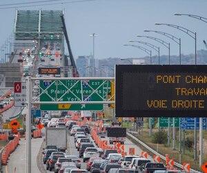 L'objectif d'une tarification sur les ponts de Montréal, selon des économistes et d'anciens politiciens, permettrait de combattre la congestion routière surtout aux heures de pointe.