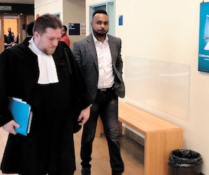 Paul Mukendi avec son avocat.