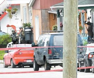 Simon Simard, qui s'était barricadé dans sa résidence de Jonquière, avait accueilli les policiers avec une bombe artisanale.
