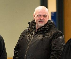 Sergio Piccirilli, photographié à ses derniers instants de liberté avant la tombée du verdict, jeudi, au palais de justice de Laval.